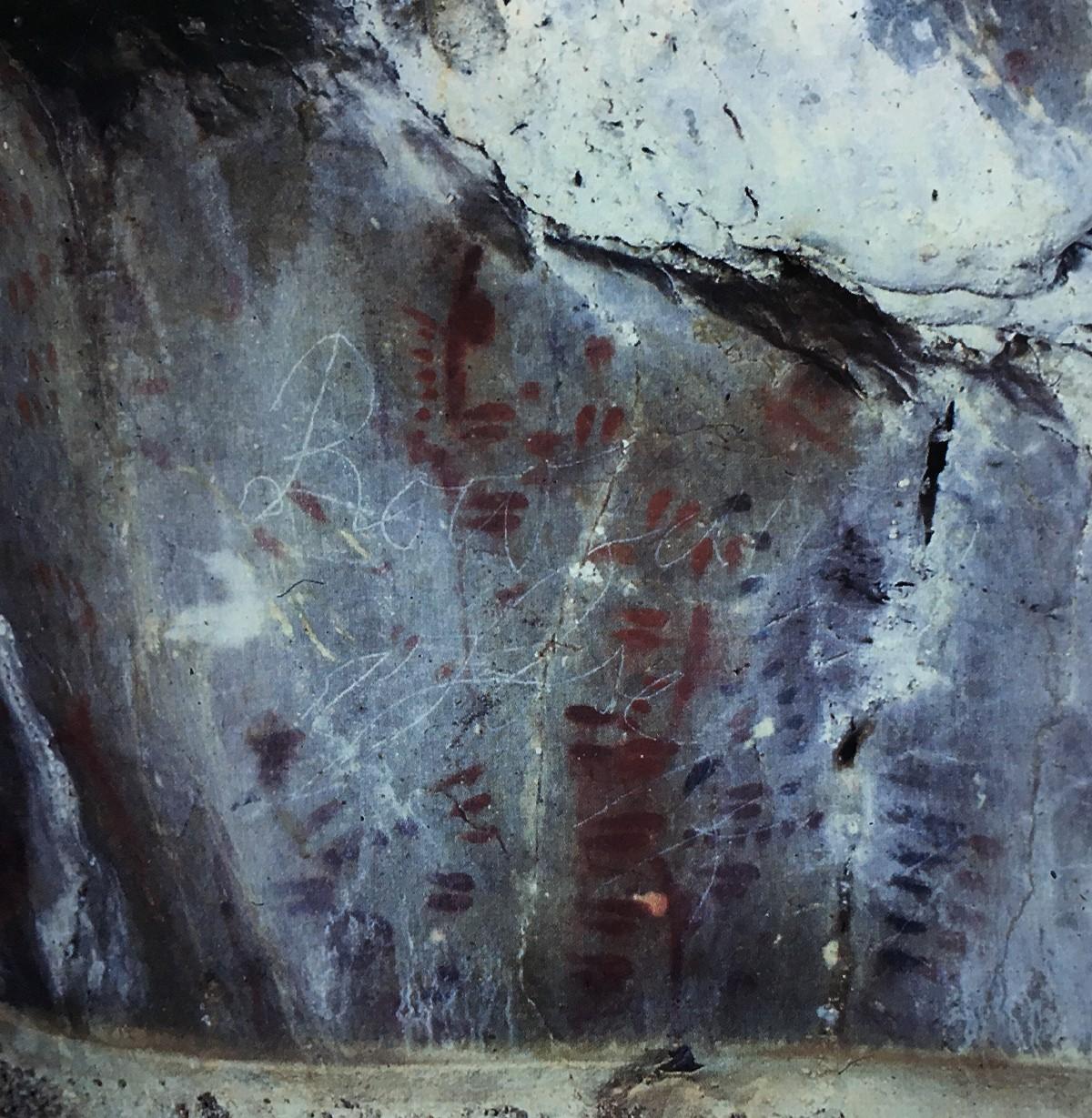 Symbols in Niaux cave