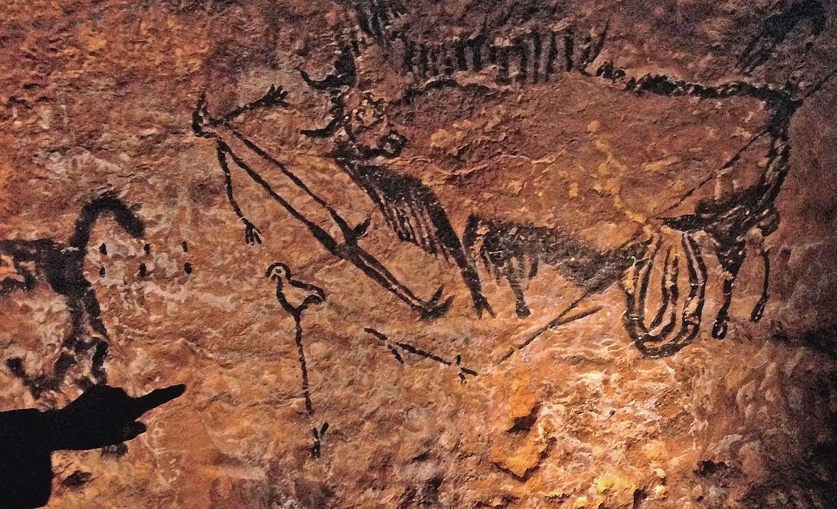 Portable art with rare scene. Rock art of Lascaux