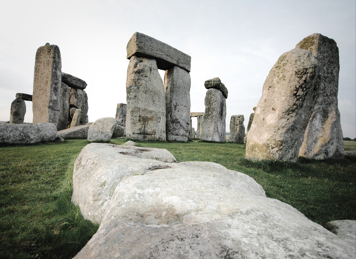 Neolithic burial mound discovered near Stonehenge, England