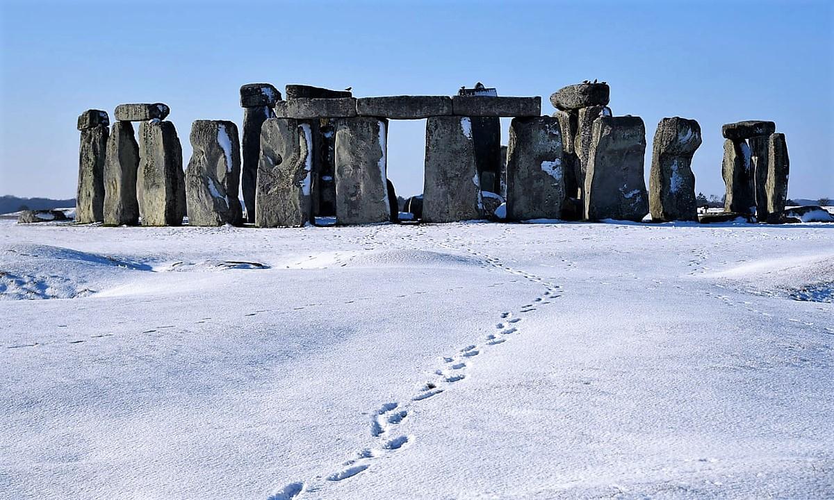 Transporting the bluestones to Stonehenge