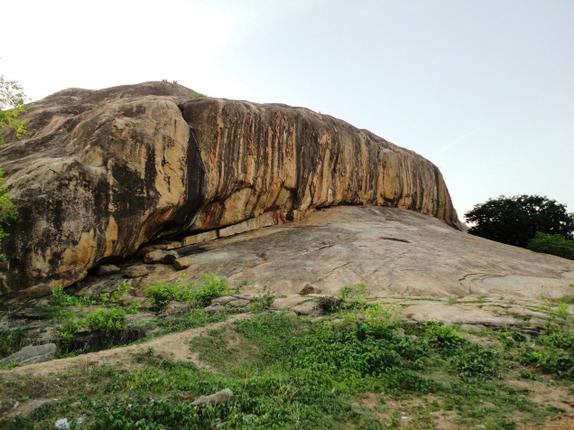Prehistoric rock paintings have been discovered in southern India at Kudumianmalai